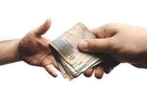 Cómo prestar dinero a hijos o familiares